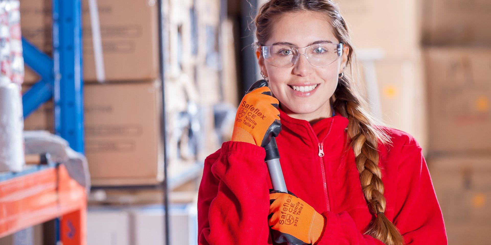 vrouw werknemer veiligheidsbril